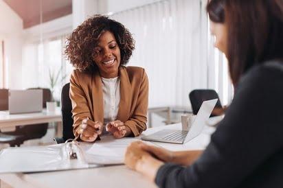 1-Consultant-idee-de-afacere-Lista-idei-de-afaceri-cu-bani-putini-Getty